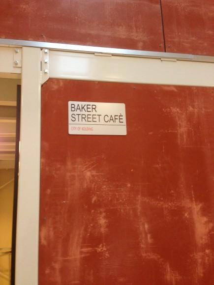 Easyfood bygger videre på konceptet efter den færdige café er afleveret - den har fået navn og fint skilt - herligt.