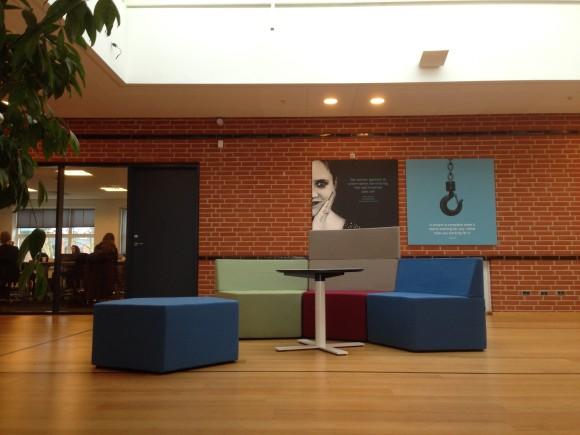 Branding på væg - Howe Manhattan - IBA Erhvervsakademi Kolding