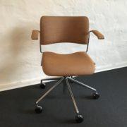 Polstret 40/4 stol fra Howe med fantastisk sidekomfort og en hel familie af valgmuligheder