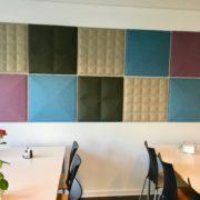 BuzziTiles tilfører farver og lyddæmper i kantinen Jobcenter Kolding