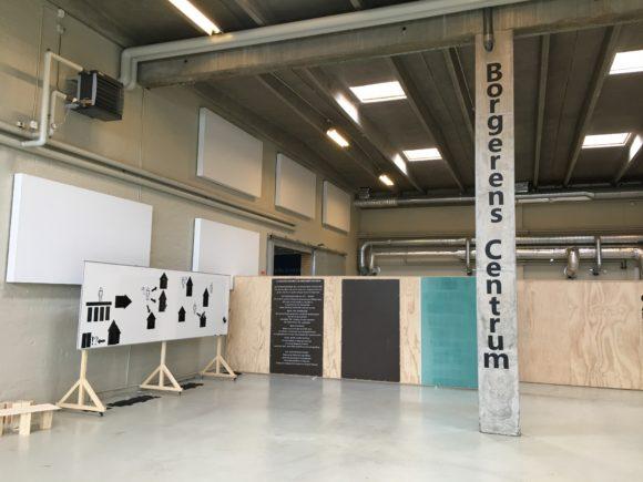 Lydplader og varm vægfarve - Borgerens Centrum