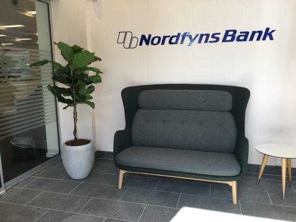 Nordfyns Bank - indgang - Bettina Therese