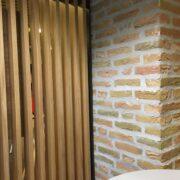 Murstensvæg og egetræslameller Borgerservice Aabenraa